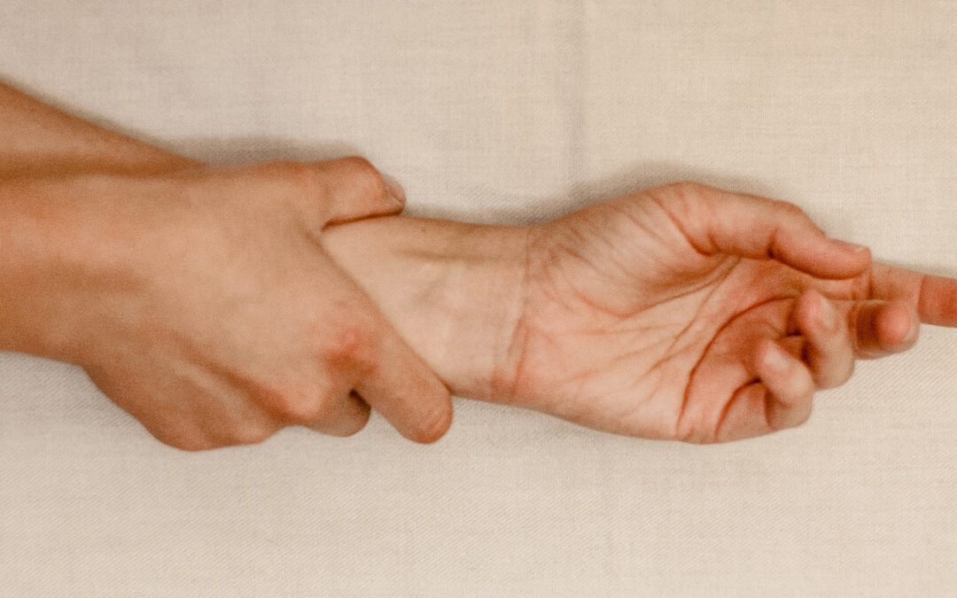 hurt hand from carpal tunnel syndrome